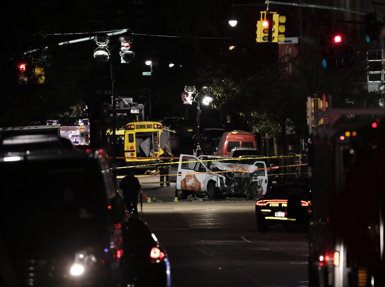 Vuit morts en un atropellament terrorista a Nova York. /JASON SZENES