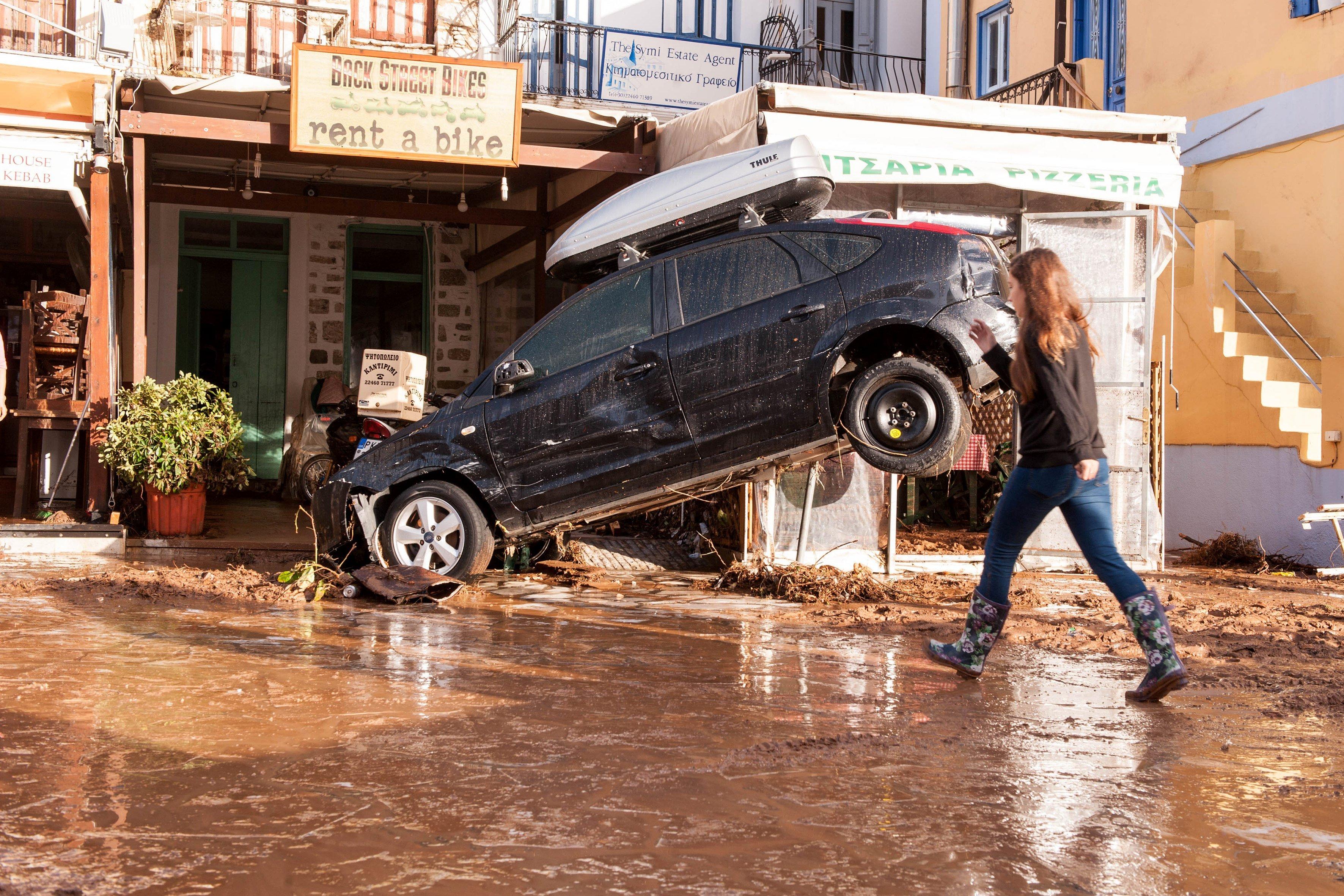 L'illa de Symi, a Grècia, es troba en estat d'emergència i sense electricitat després de les fortes pluges torrencials que van inundar la totalitat del territori aquest dilluns. /LEFTERIS DAMIANIDIS
