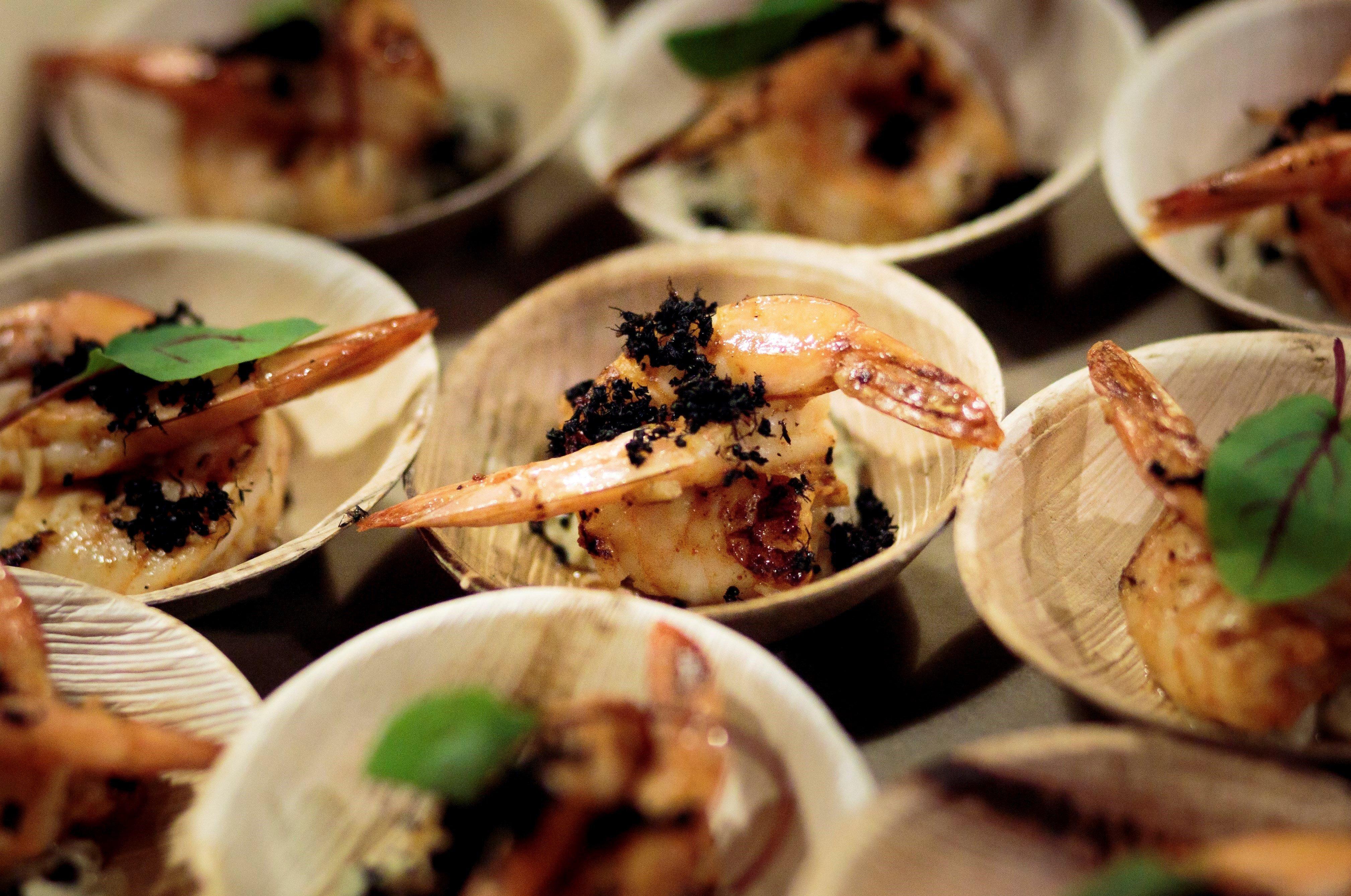 Una de les propostes del xef Joseph Yoon, coronada amb formigues, que forma part d'un menú de 10 plats amb insectes comestibles, al Brooklyn Kitchen, a Brooklyn, Nova York. /JUSTIN LANE