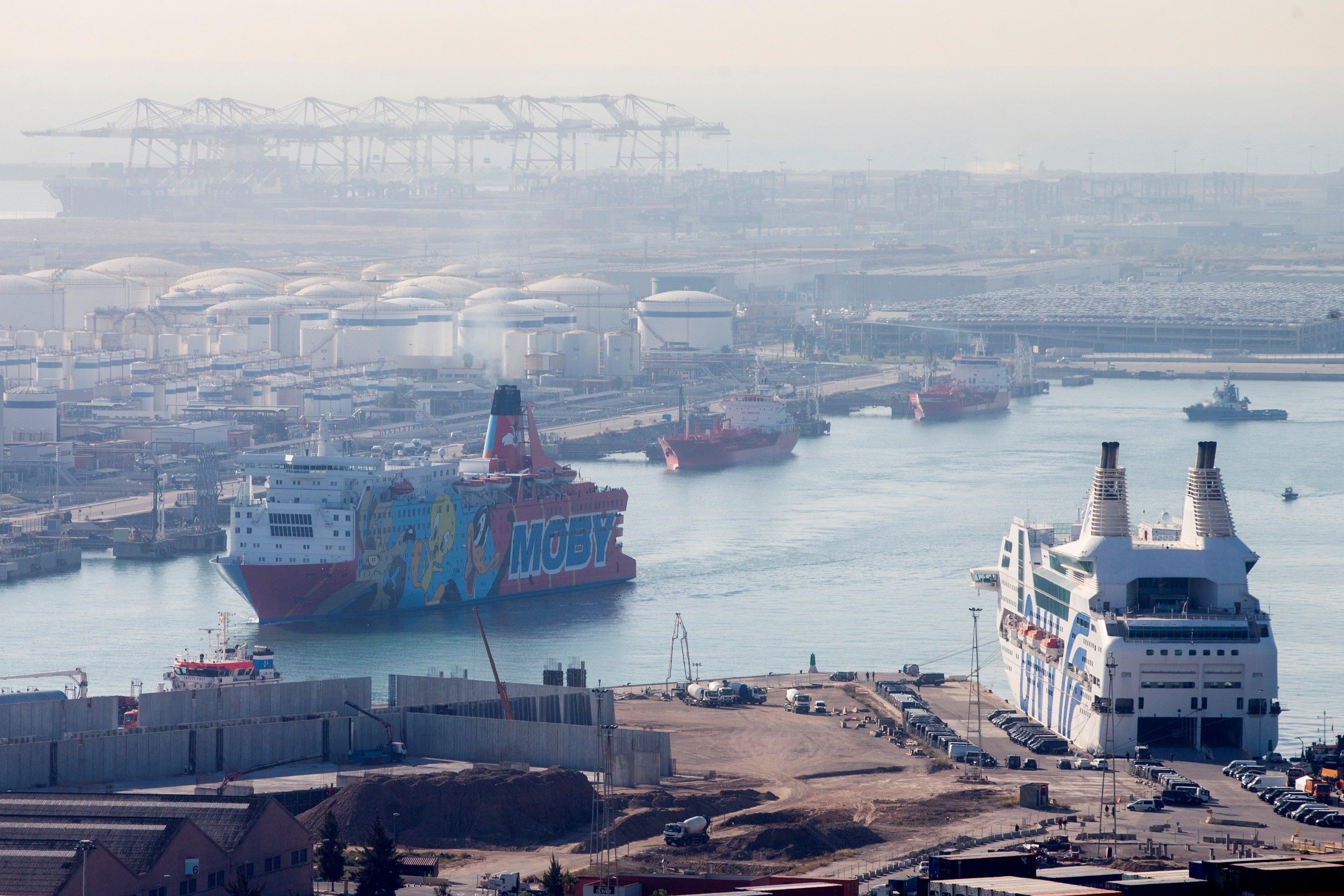 El vaixell de 'Piolín' deixarà el port de Barcelona aquest dijous i els policies passaran a dormir en hotels. /QUIQUE GARCÍA