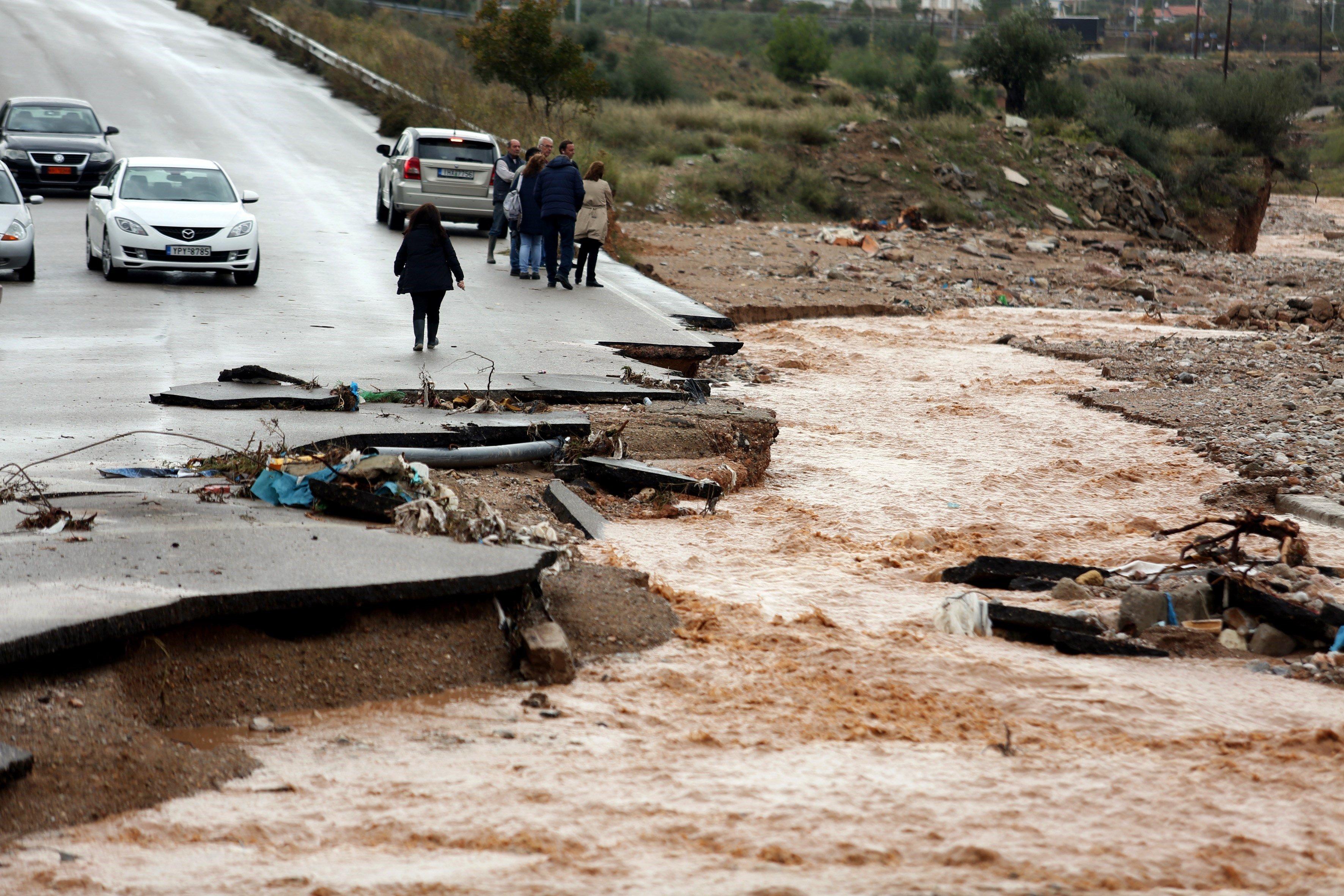 Almenys 15 morts per pluges torrencials a Grècia. /BELTES ALEXANDROS