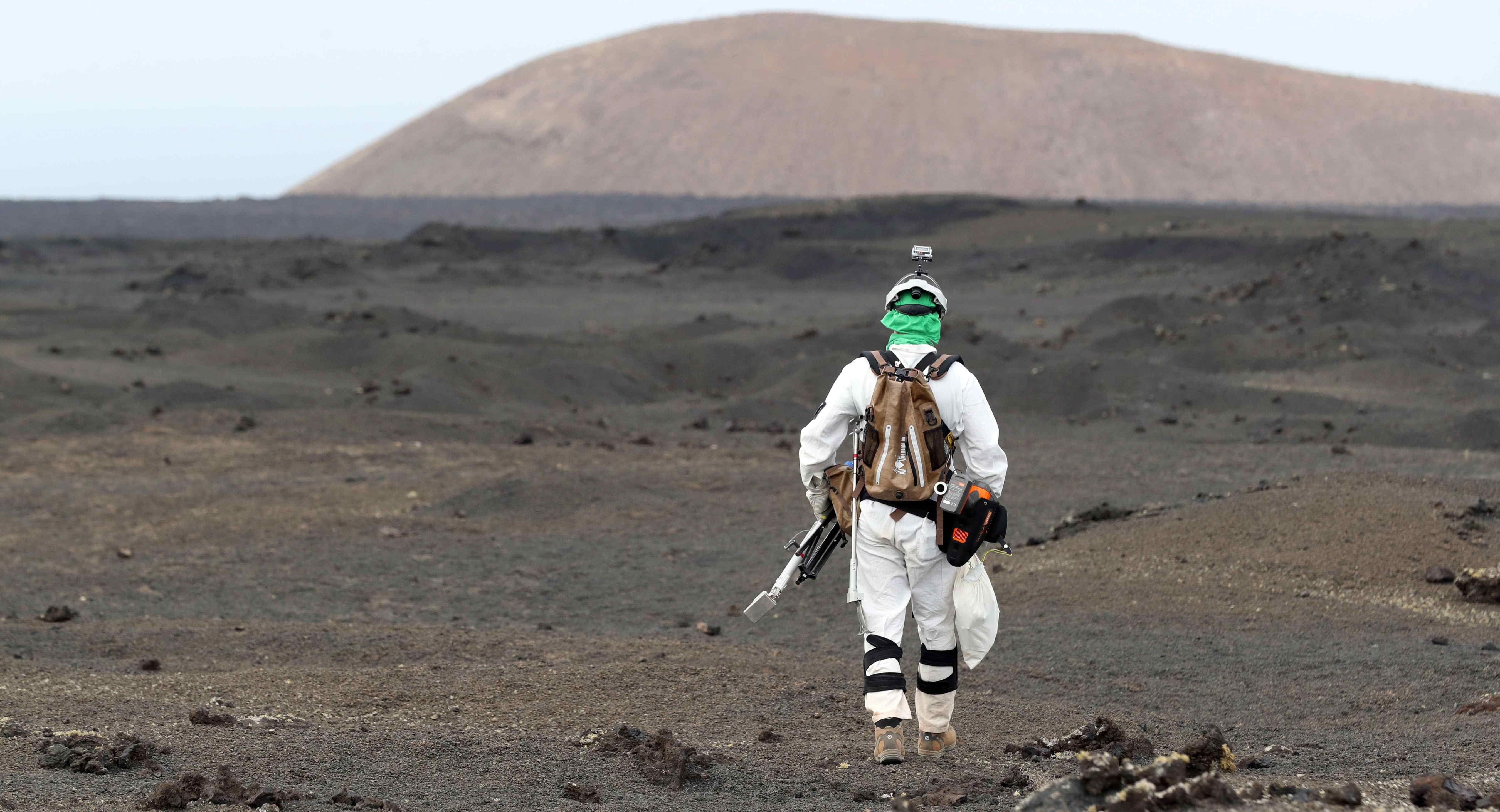 L'Agència Espacial Europea assaja a Lanzarote com seria un viatge d'any i mig a Mart. /ELVIRA URQUIJO