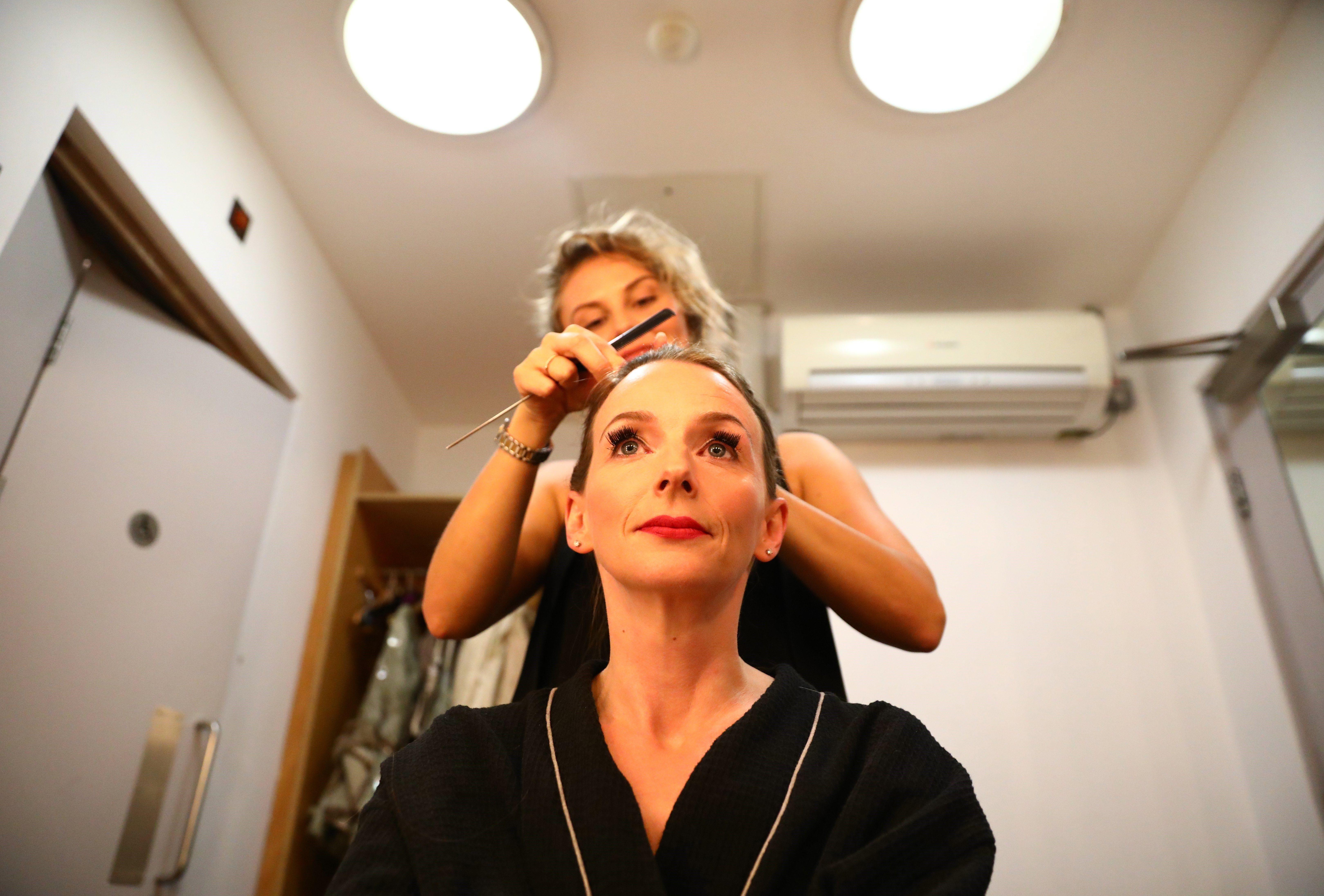 """L'actriu Sarah Tynan es prepara per actuar en l'obra """"El barber de Sevilla"""" al English National Opera de Londres (Regne Unit). /NEIL HALL"""