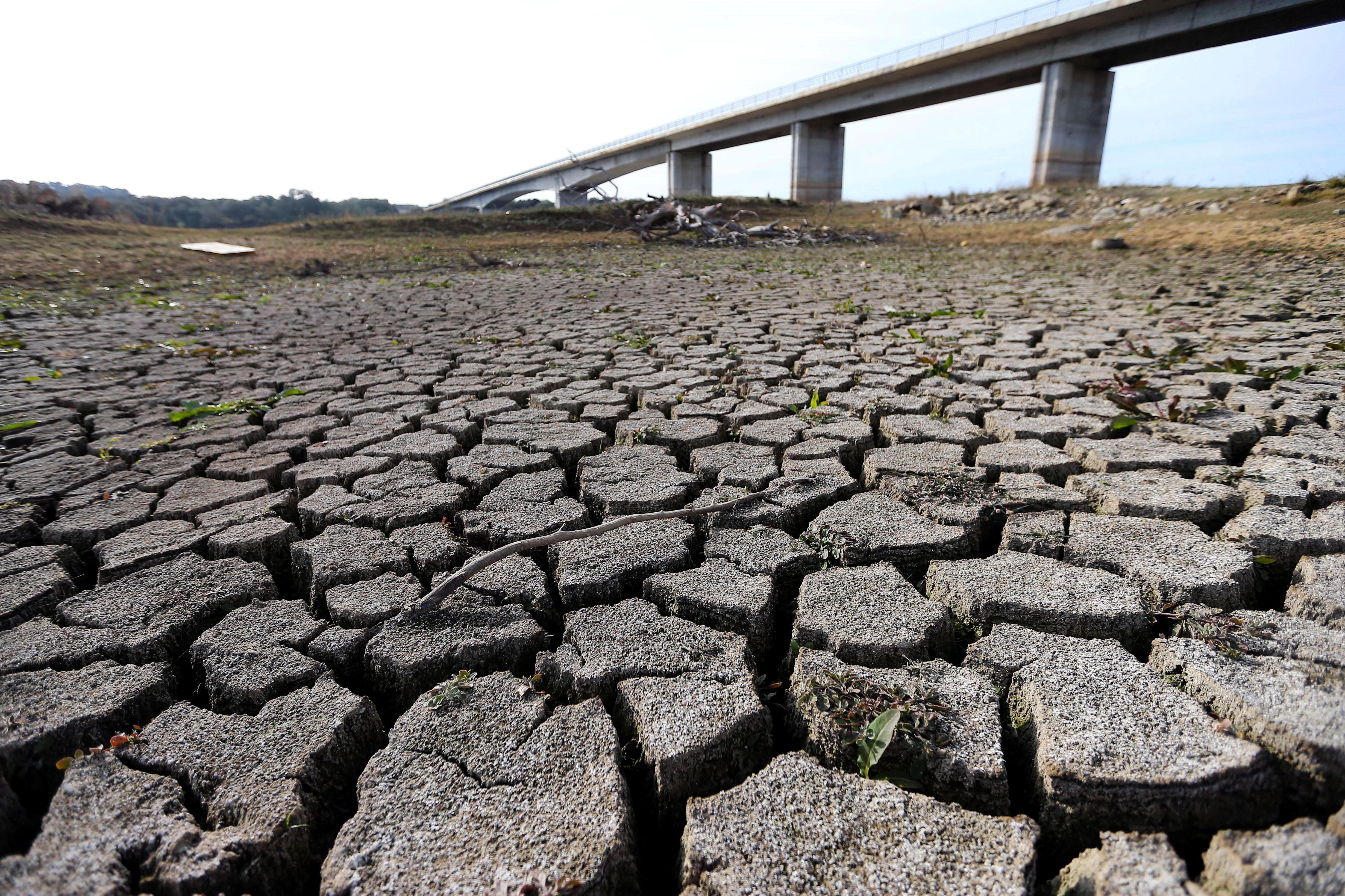 Vista del riu Guadiana, Portugal. El ministre portuguès João Pedro Matos Fernandes ha assegurat que, si la sequera que sofreix el país continua agreujant-se, les alcaldies podrien decidir restringir l'ús d'aigua durant diverses hores. /NUNO VEIGA