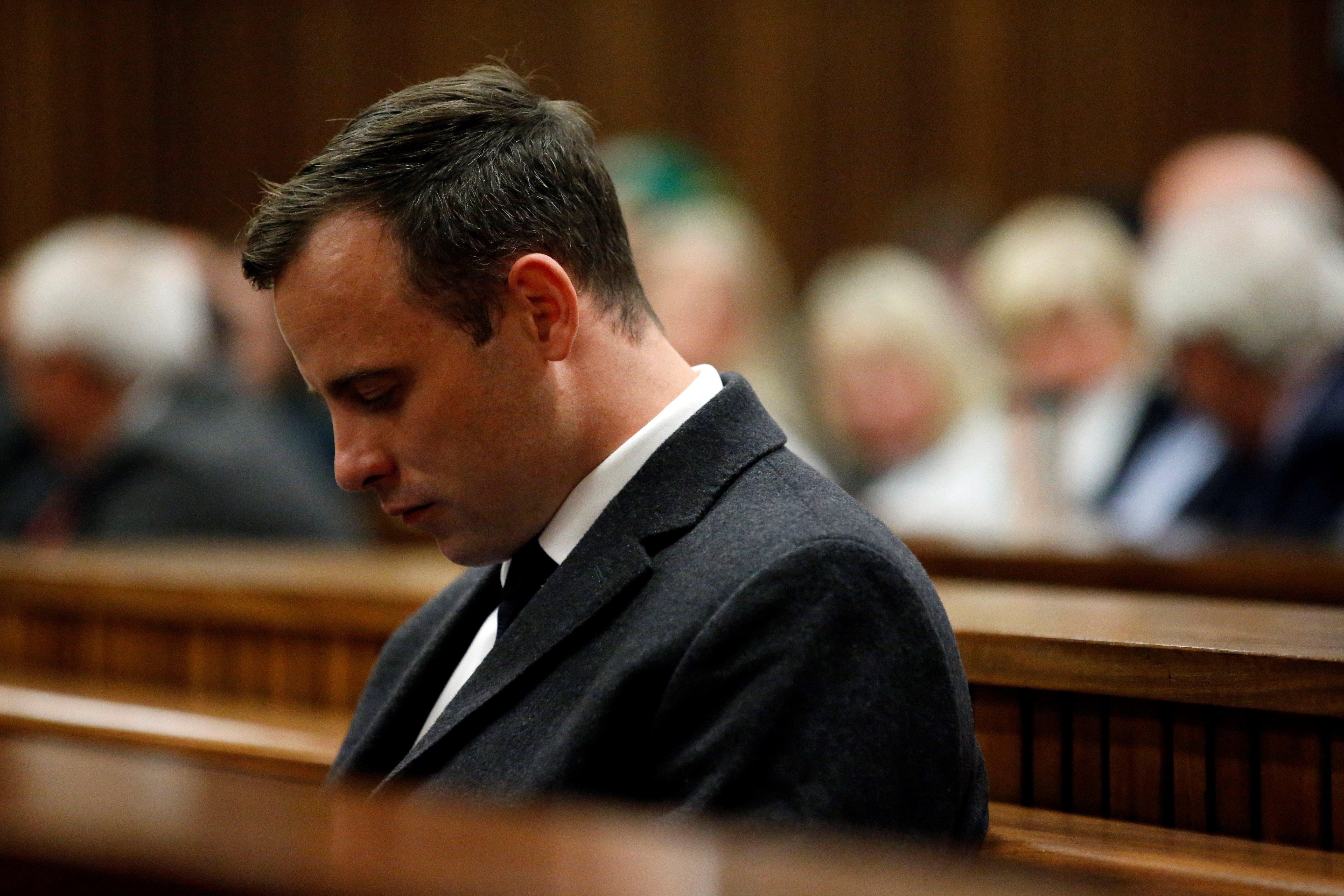 La Justícia eleva a 13 anys la condemna contra Pistorius per assassinar la seva parella. /MARCO LONGARI/POOL