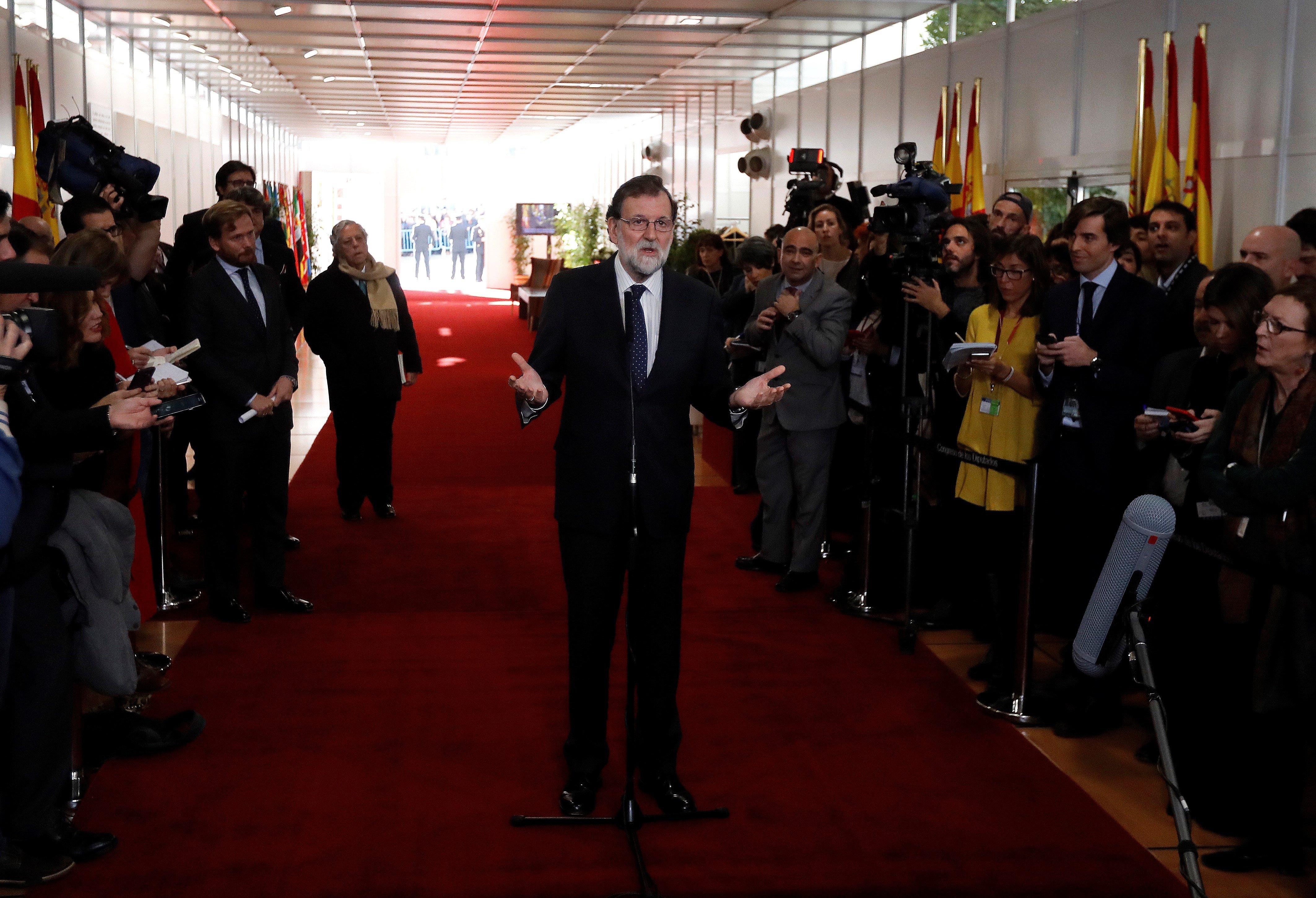 El president del Govern, Mariano Rajoy, a la seva arribada a la recepció que se celebra al Congrés dels Diputats amb motiu del Dia de la Constitució. /JUAN CARLOS HIDALGO