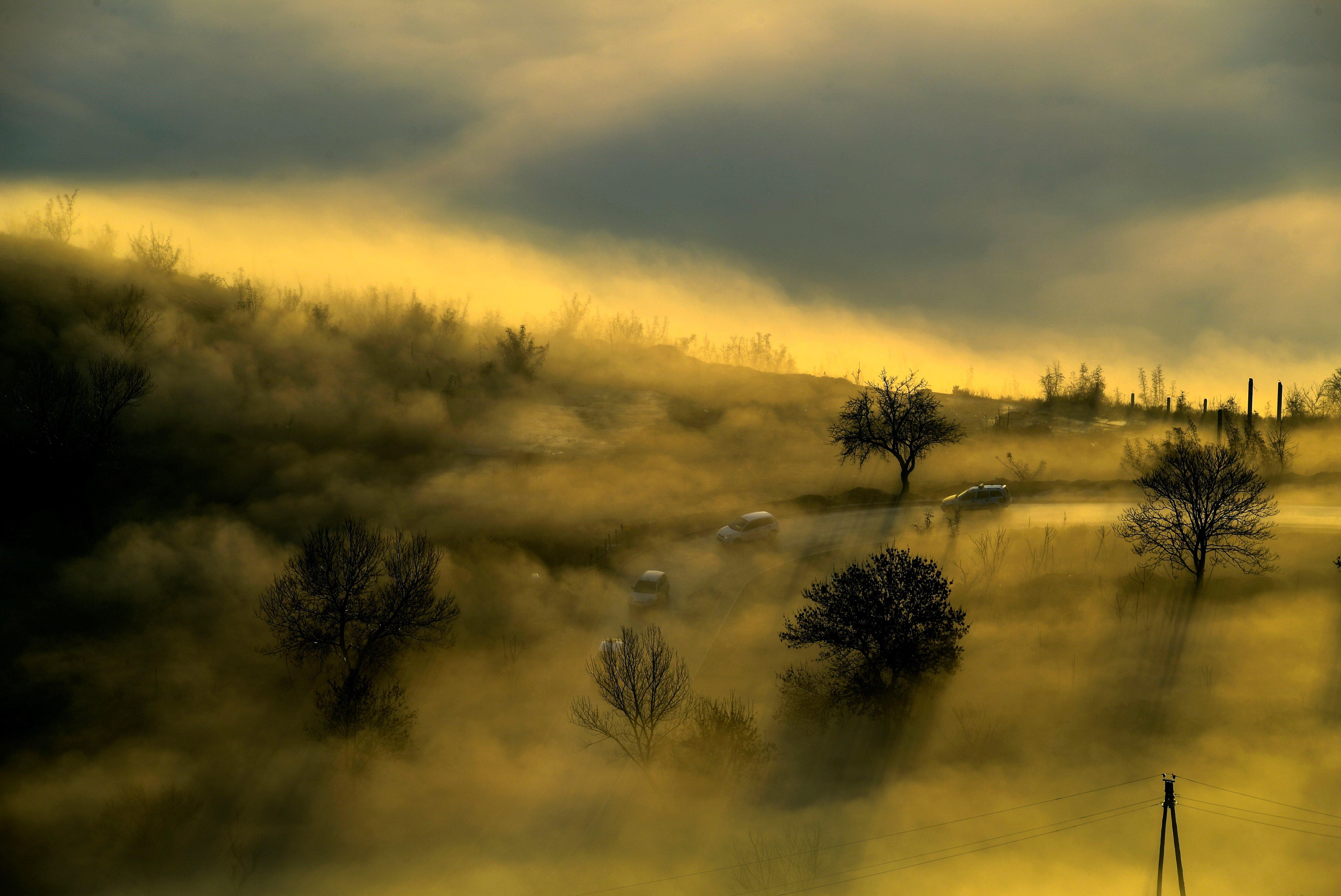 La boira i la contaminació que cobreixen la vall de Skopje A l'Antiga República Iugoslava de Macedònia. /GEORGI LICOVSKI