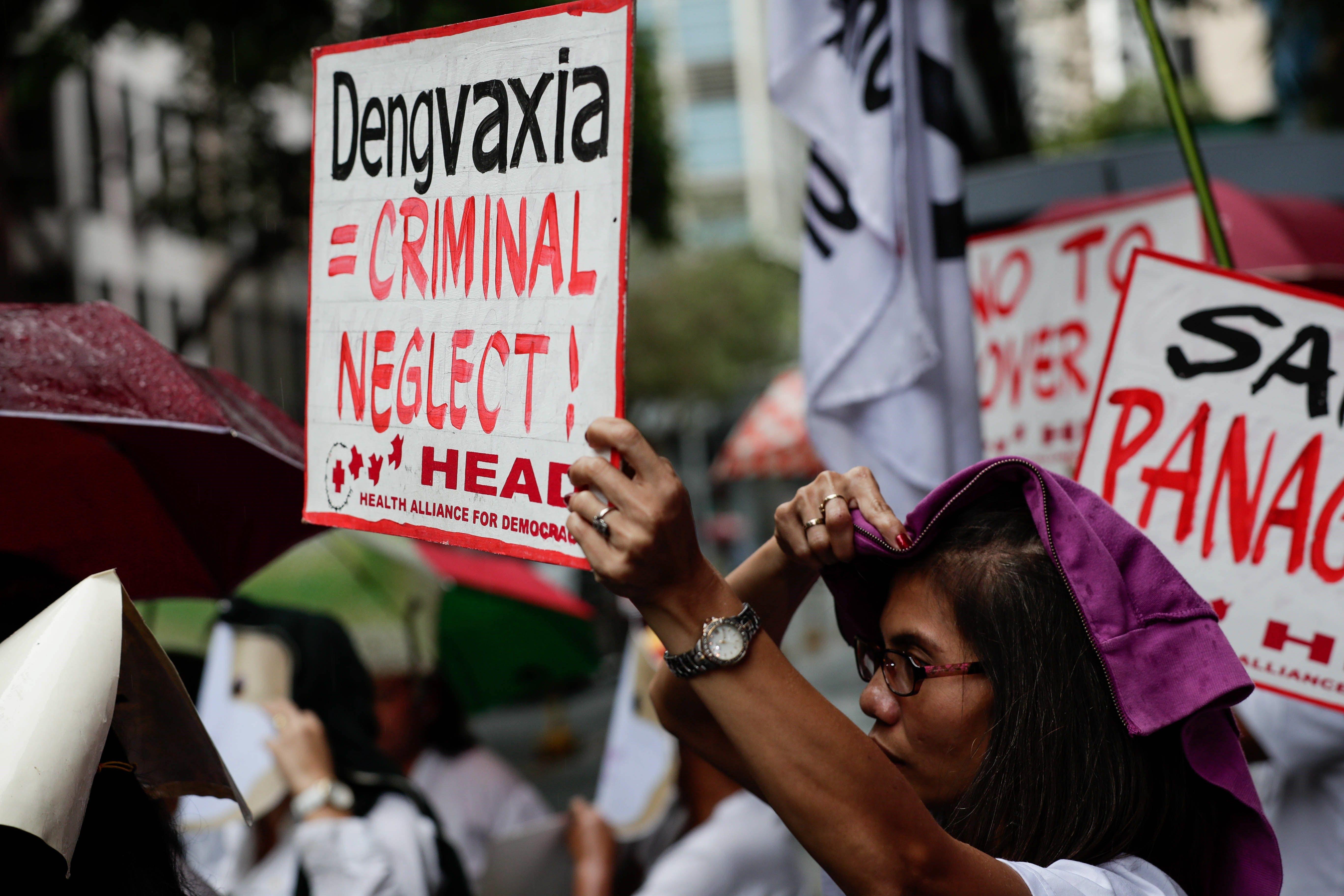 Protesta contra el pla públic de vacunació del dengue de l'empresa Sanofi Pasteur, a Filipines. /MARK R. CRISTINO