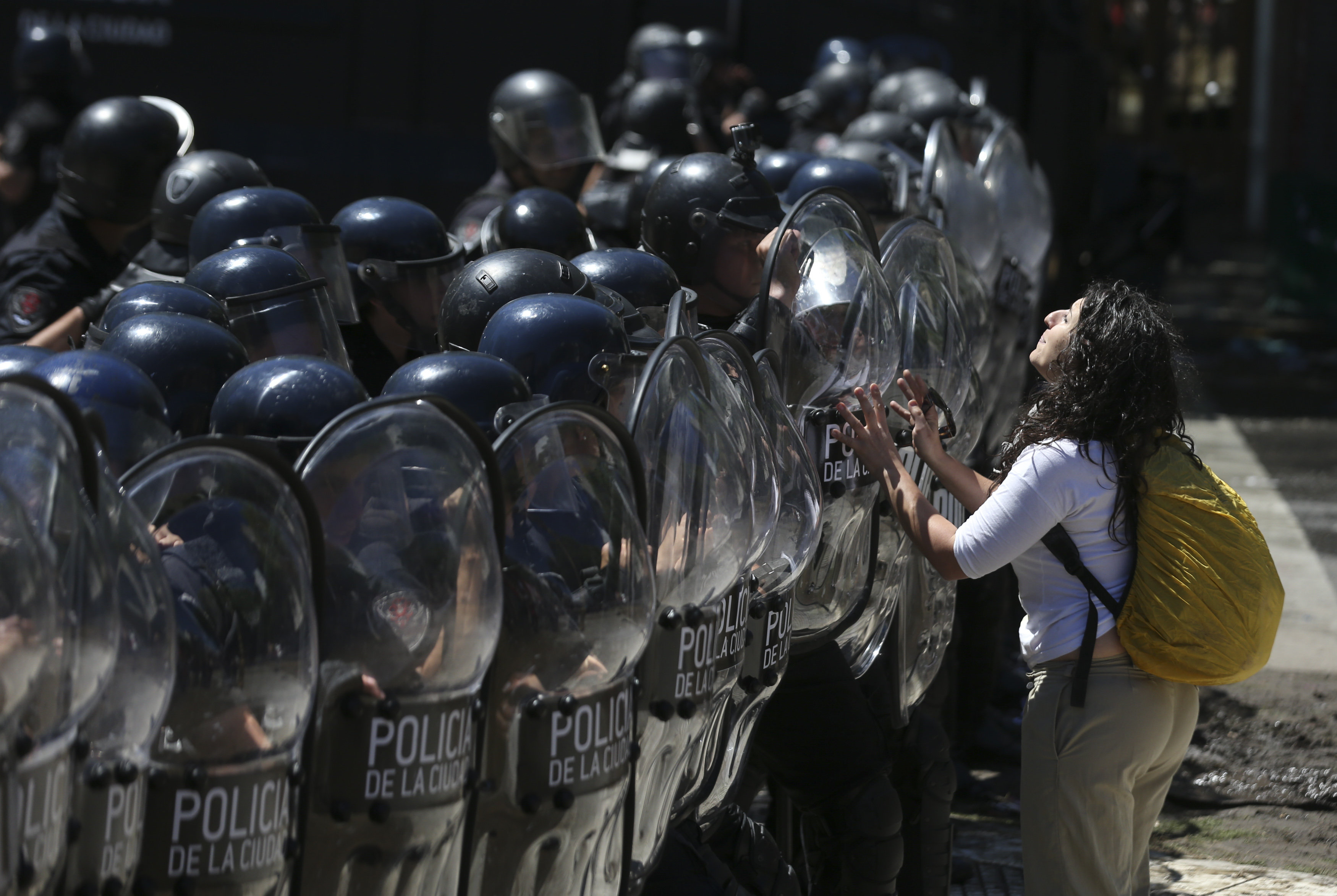 La violència fora de Congrés argentí empitjora durant el ple de les pensions. /DAVID FERNÁNDEZ