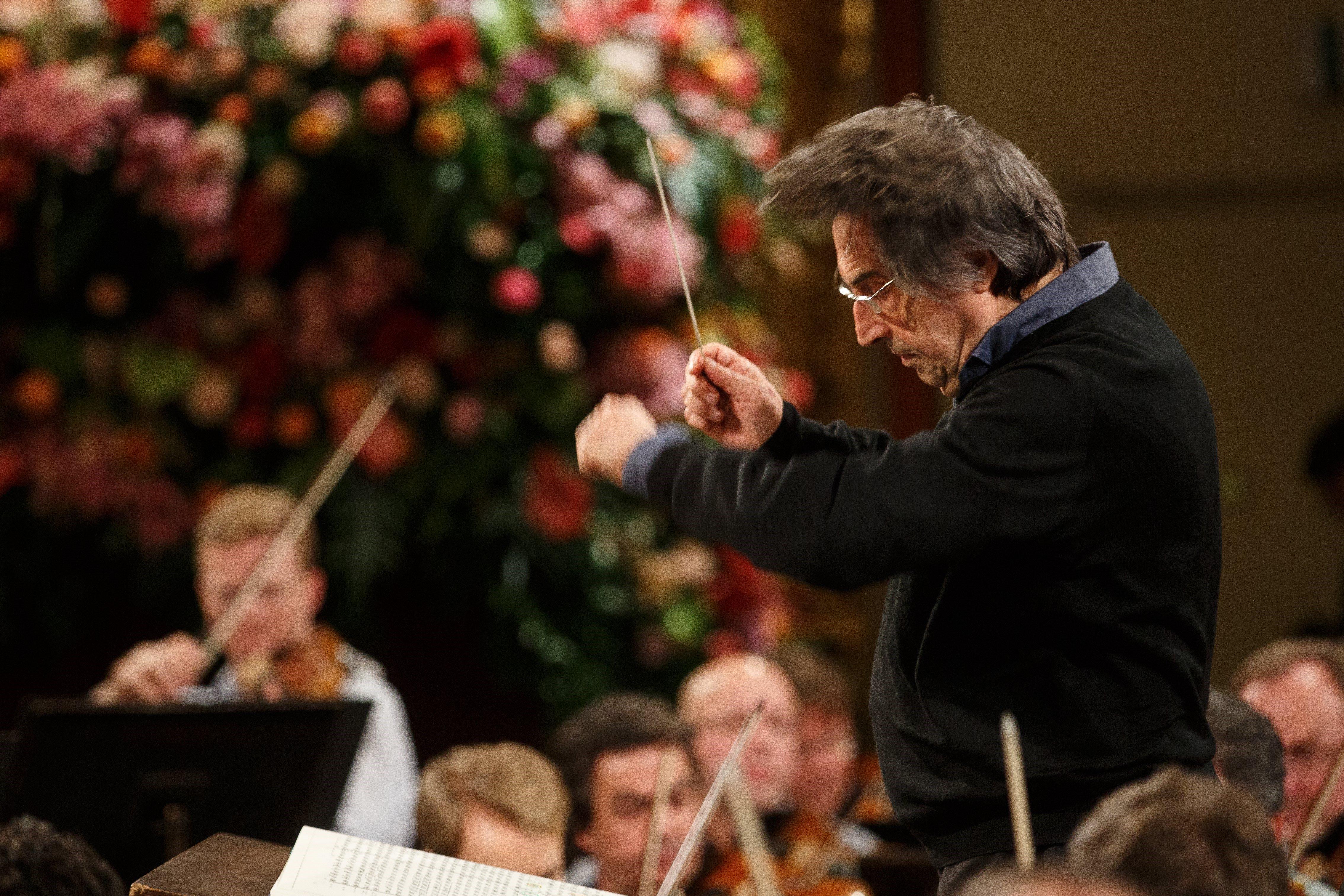 El director italià Riccardo Muti condueix l'assaig de la Filharmònica de Viena per al tradicional Concert d'Any Nou 2018 a Viena (Àustria), avui 29 de desembre de 2017. / FLORIAN WIESER