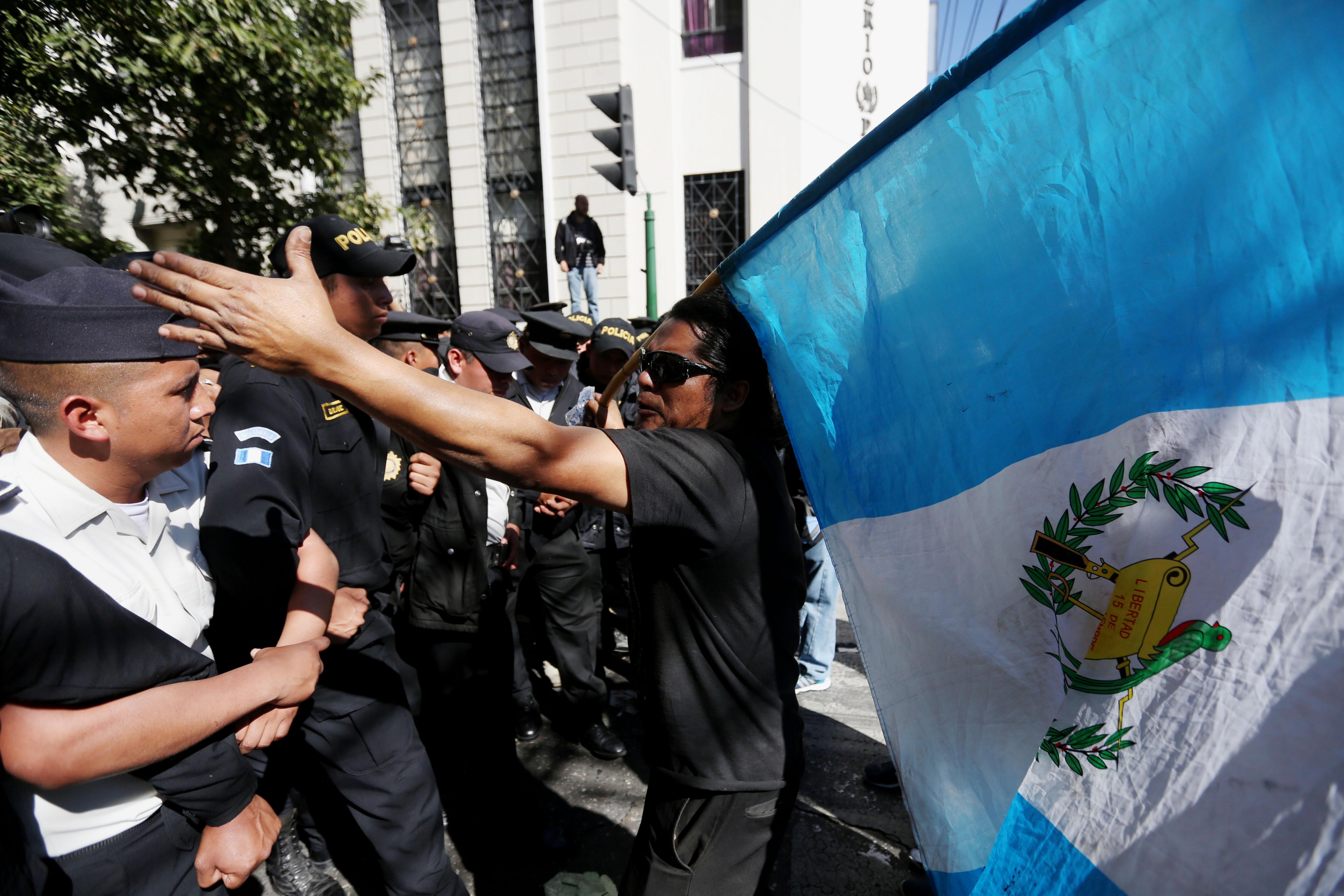 Manifestació contra el president guatemalenc Jimmy Morales durant el seu segon informe davant el Congrés. /ESTEBAN BIBA