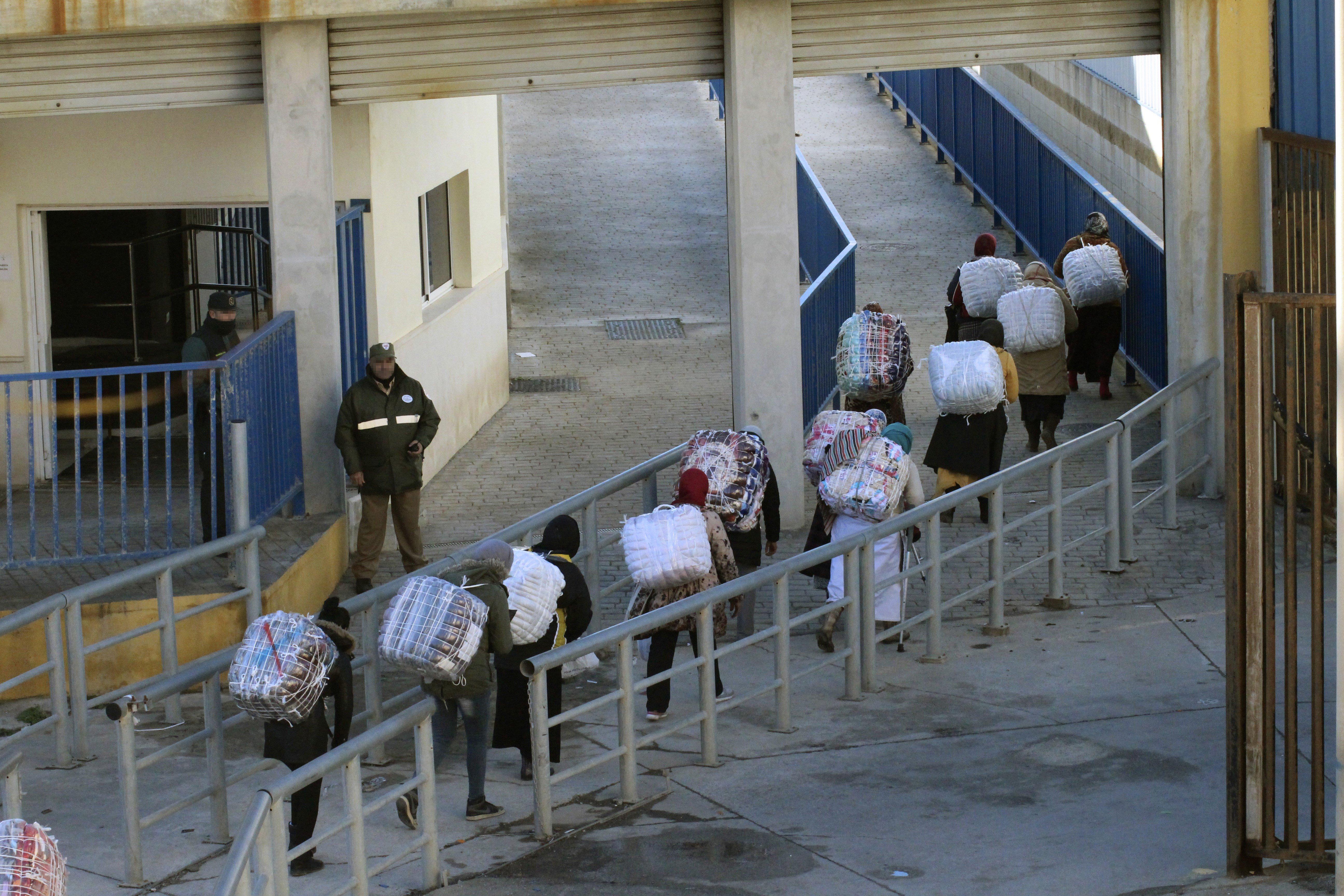 Dues dones mortes en un devessall en intentar entrar a Ceuta. /REDUAN