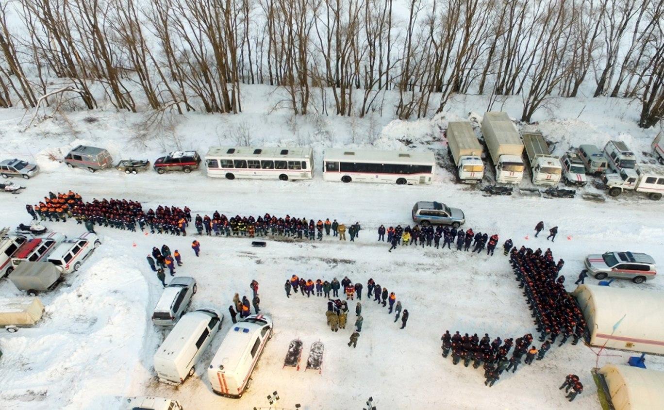 Continuen les tasques de recerca després que un avió rus amb 71 persones a dins s'estavellés dos minuts després d'enlairar-se de l'aeroport moscovita de Domodédovo. /EFE