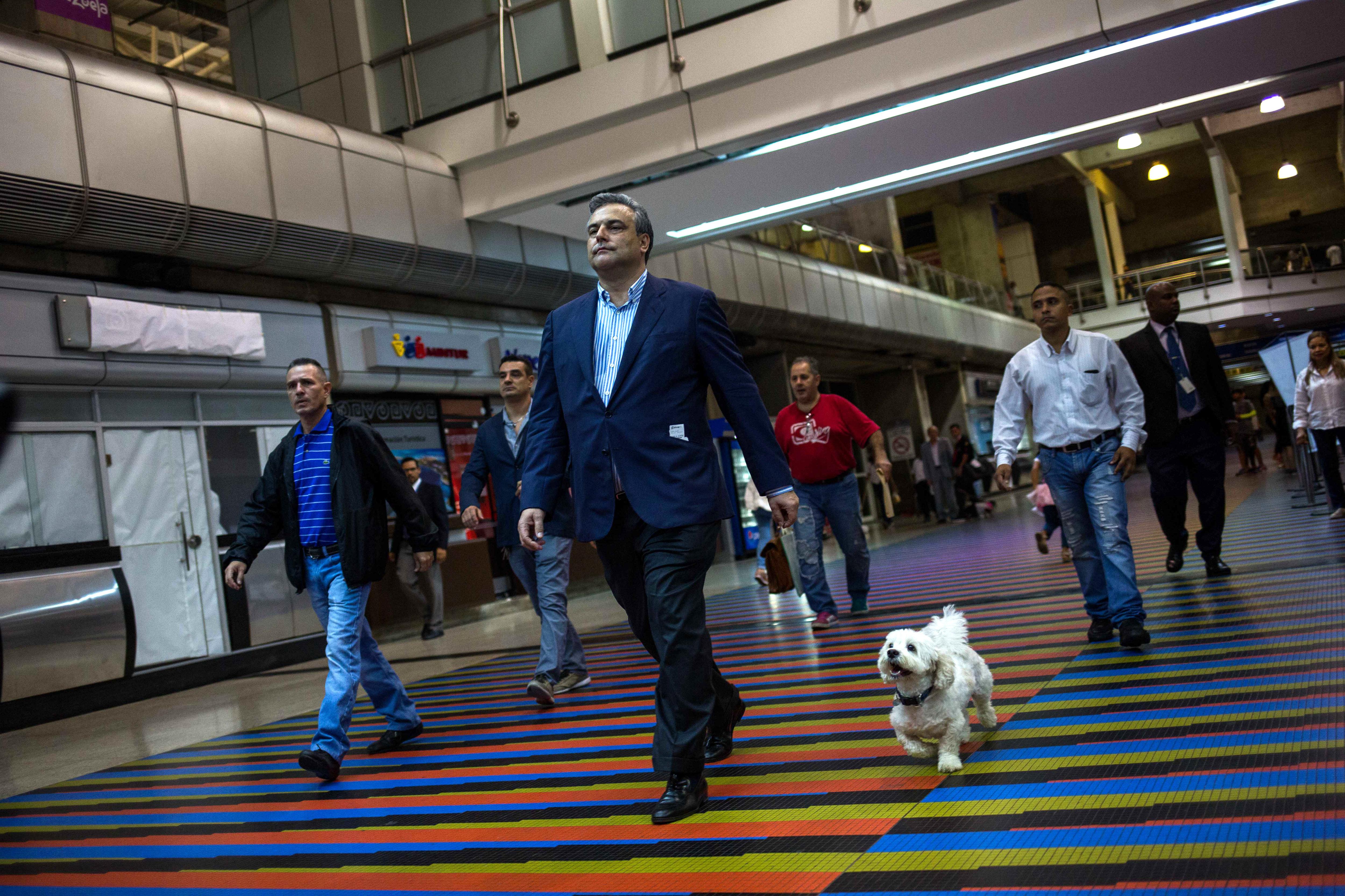 "L'ambaixador espanyol a Caracas, Jesús Silva Fernández, deixa Veneçuela després de ser declarat ""persona no grata"" pel govern de Nicolás Maduro. /CRISTIAN HERNÁNDEZ"