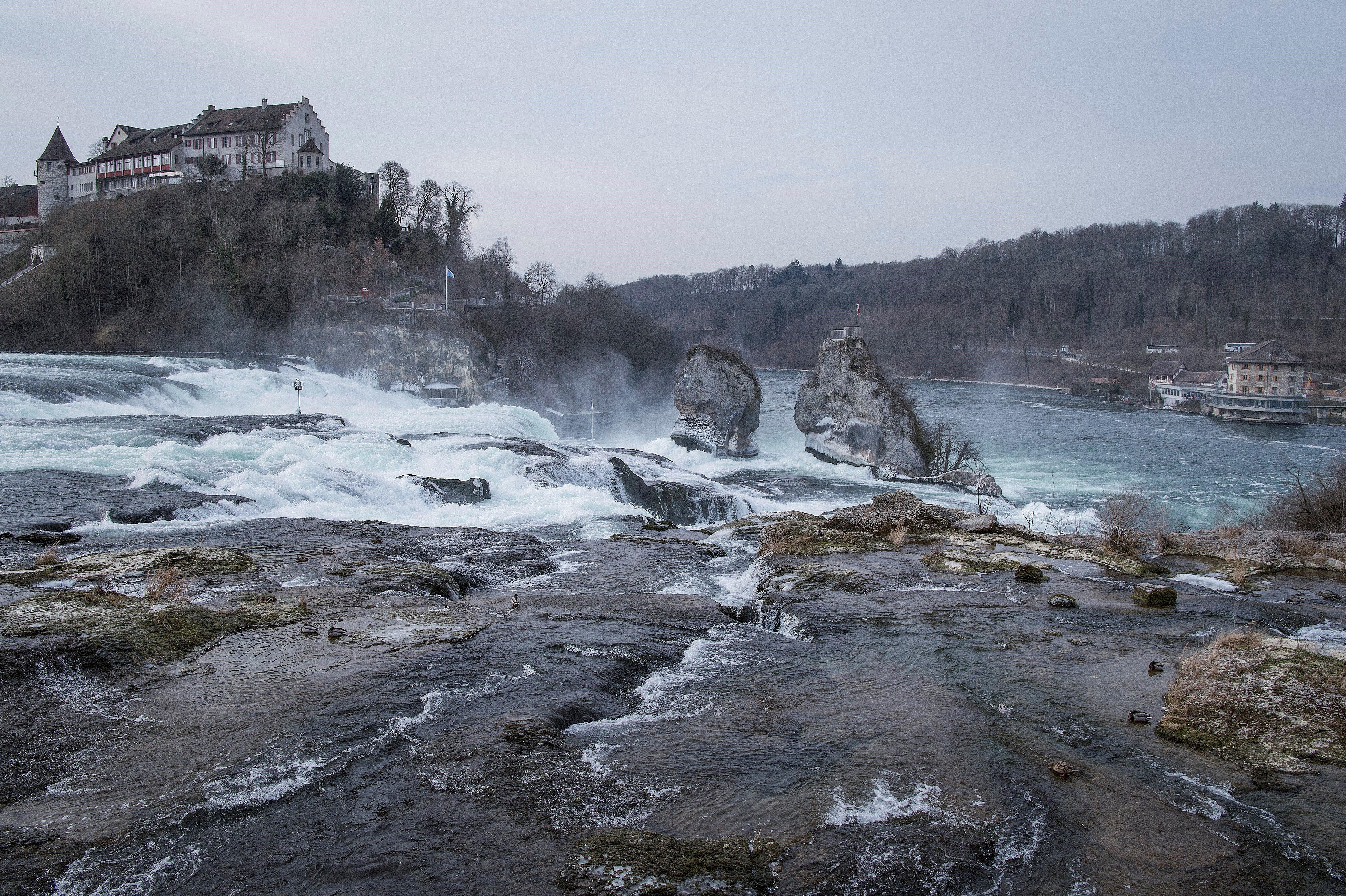 Les cascades del Rin parcialment congelades, a Suïssa. /MELANIE DUCHENE