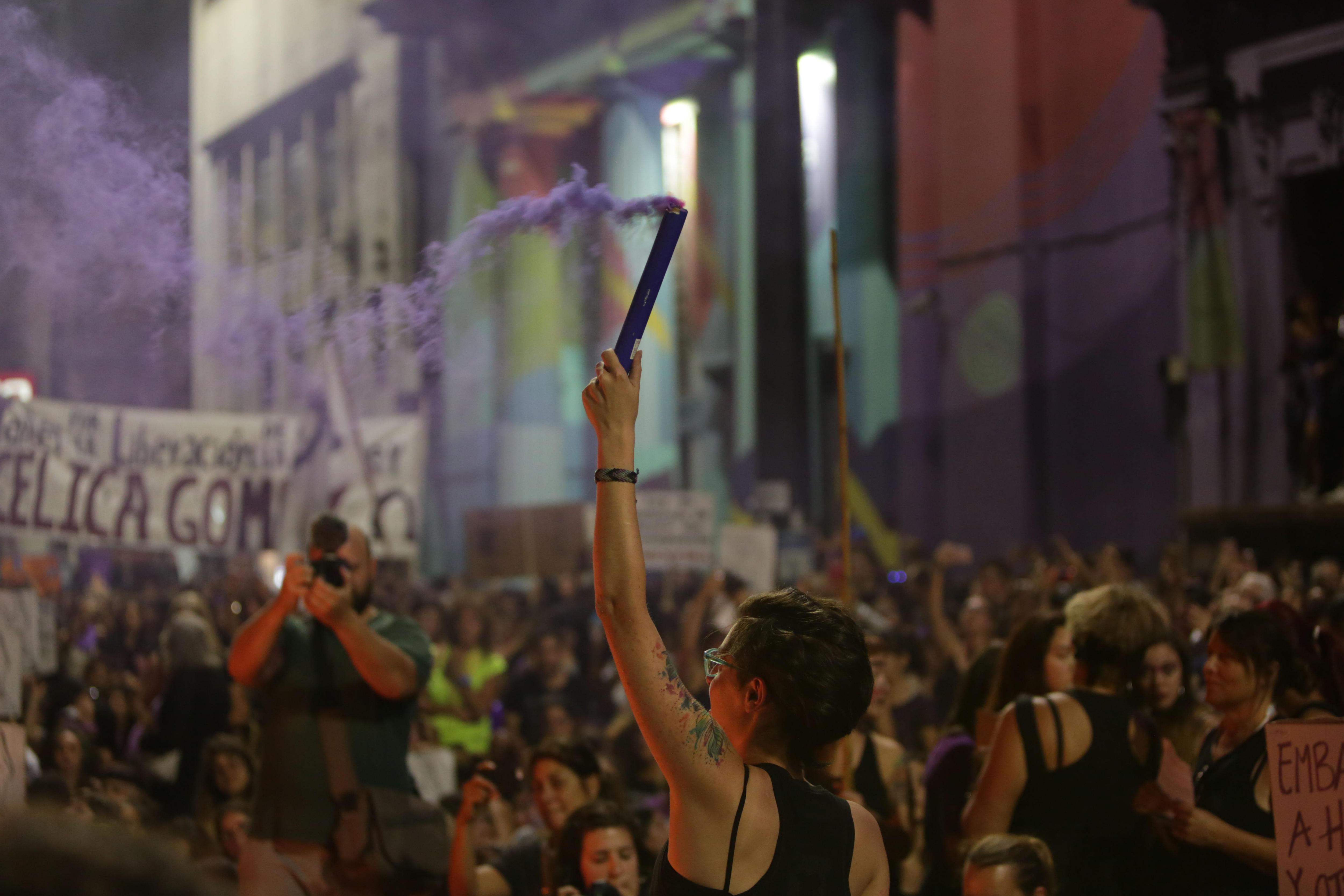 Milers de dones marxen a Uruguai per transformar ràbia i dolor en lluita. /FEDERICO ANFITTI