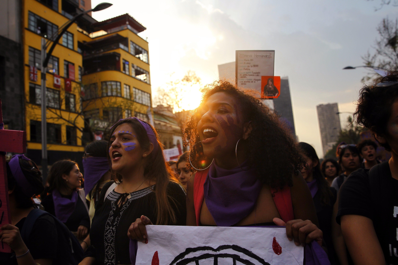 Dones marxen a Mèxic per commemorar el Dia Internacional de la Dona. /SASHENKA GUTIÉRREZ