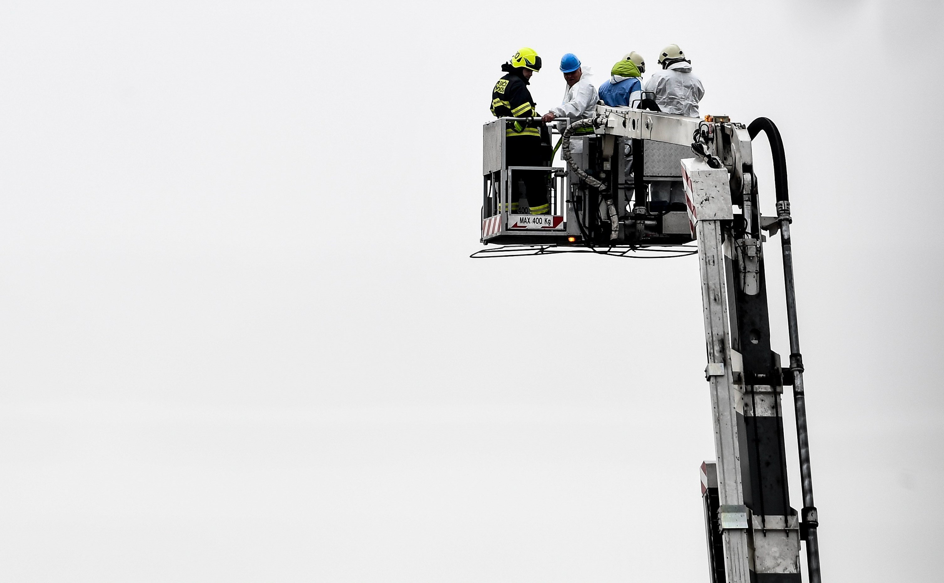 Almenys 6 morts per una explosió en una planta química a prop de Praga. /FILIP SINGER