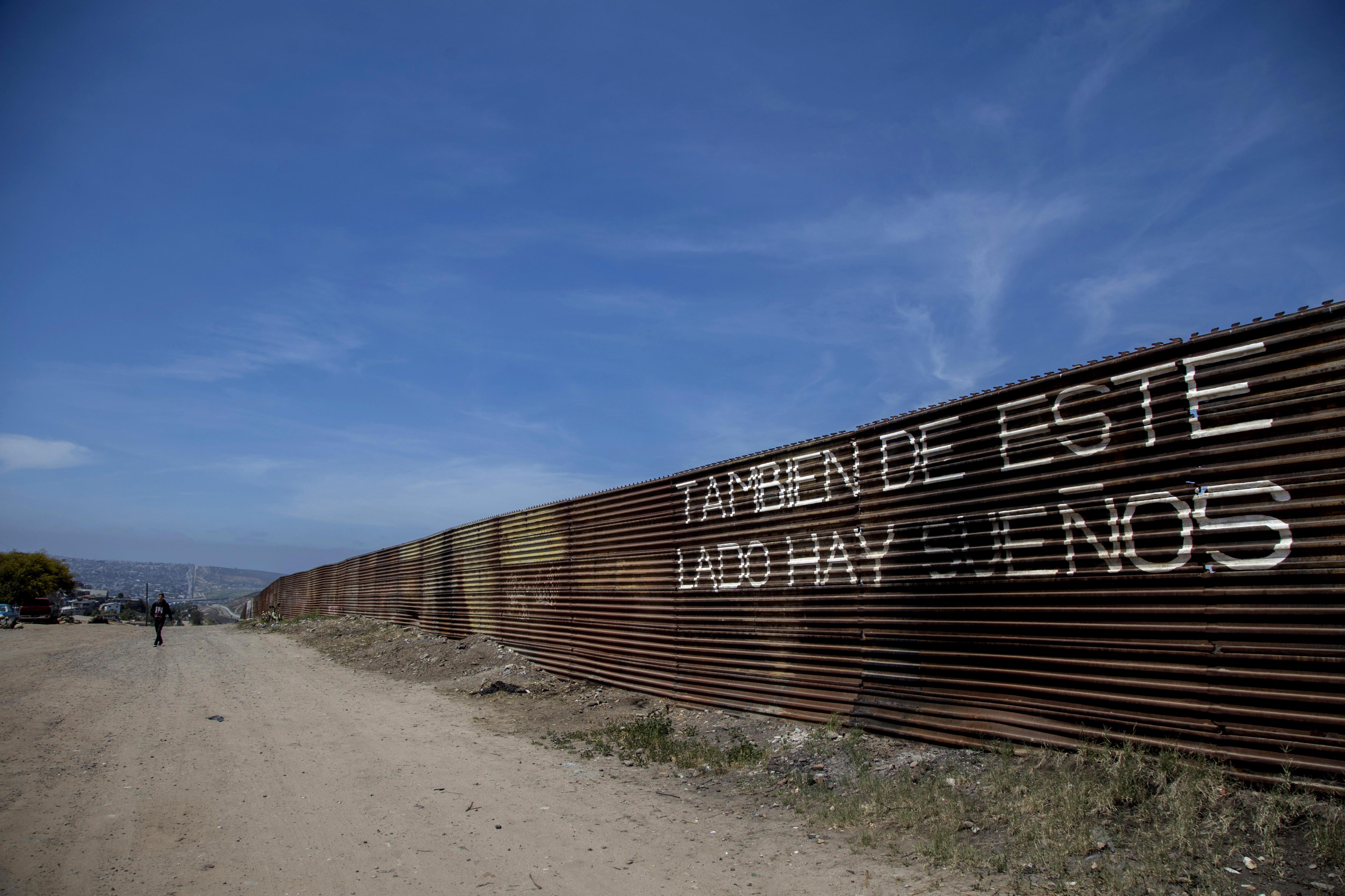 """Trump enviarà """"entre 2.000 i 4.000"""" militars a la frontera amb Mèxic. /ALEJANDRO ZEPEDA"""