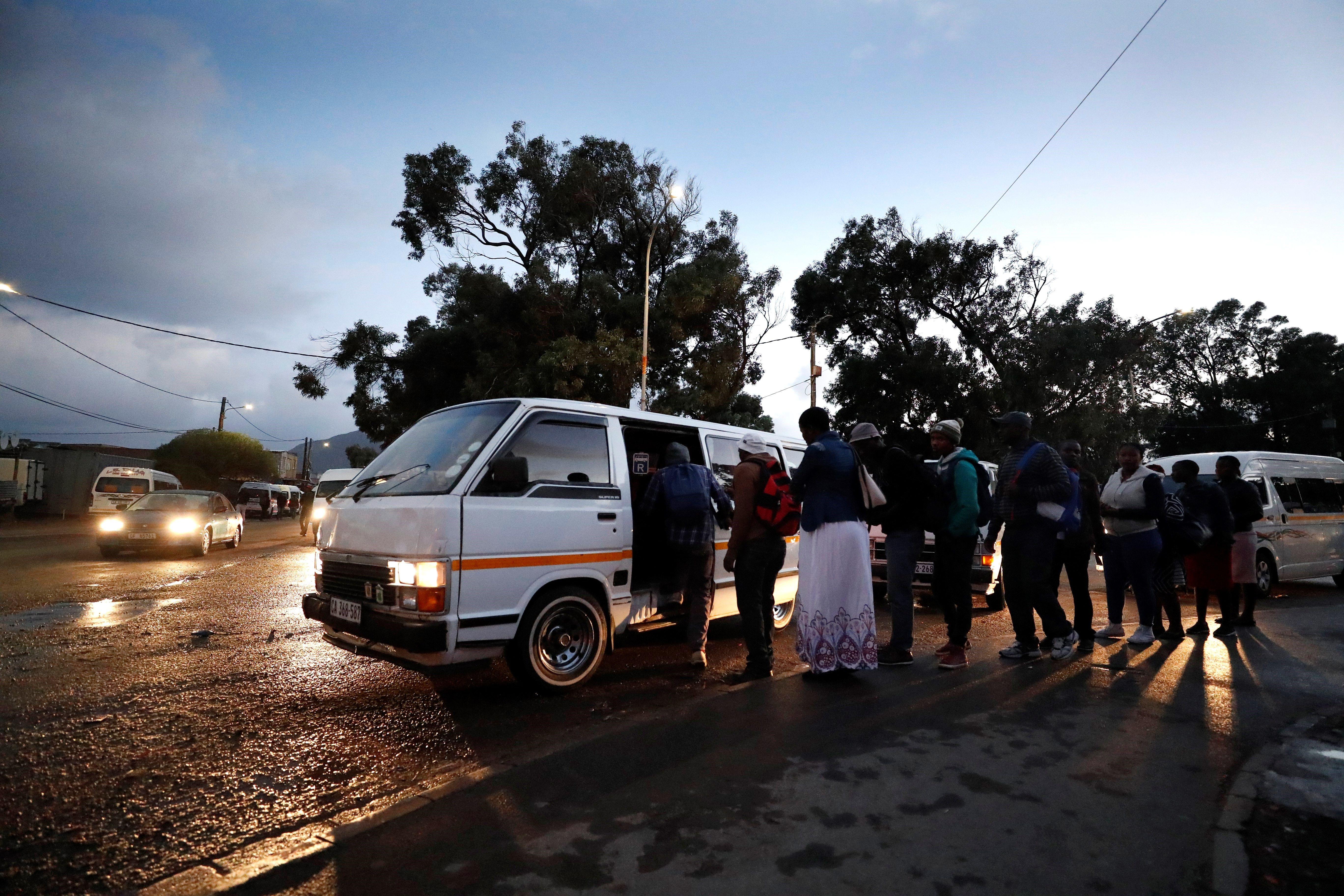 Conductors d'autobús de Ciutat del Cap convoquen una vaga nacional indefinida. /NIC BOTHMA