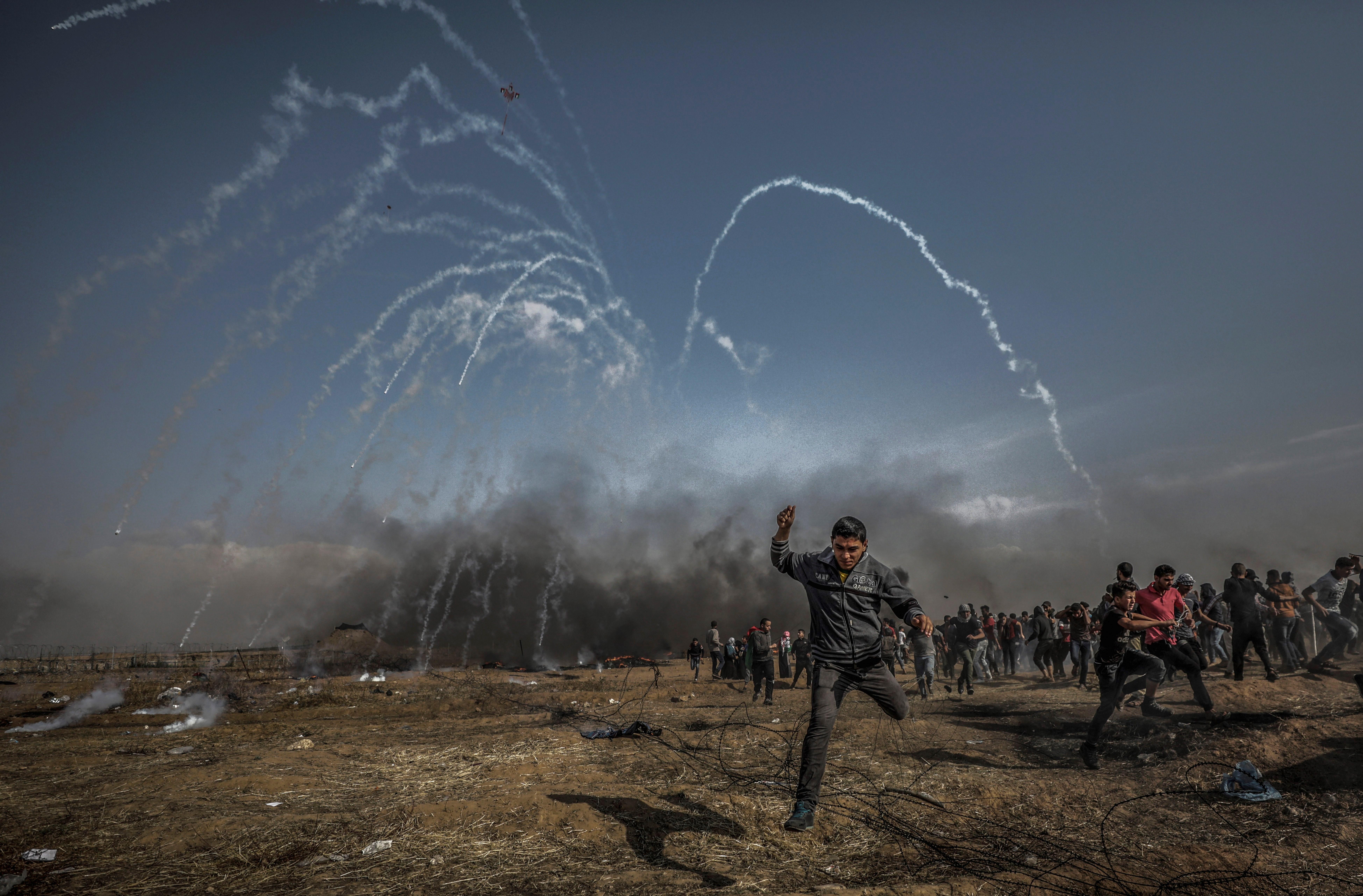 Mor un menor palestí ferit de bala en el cap a les protestes de Gaza. /MOHAMMED SABER