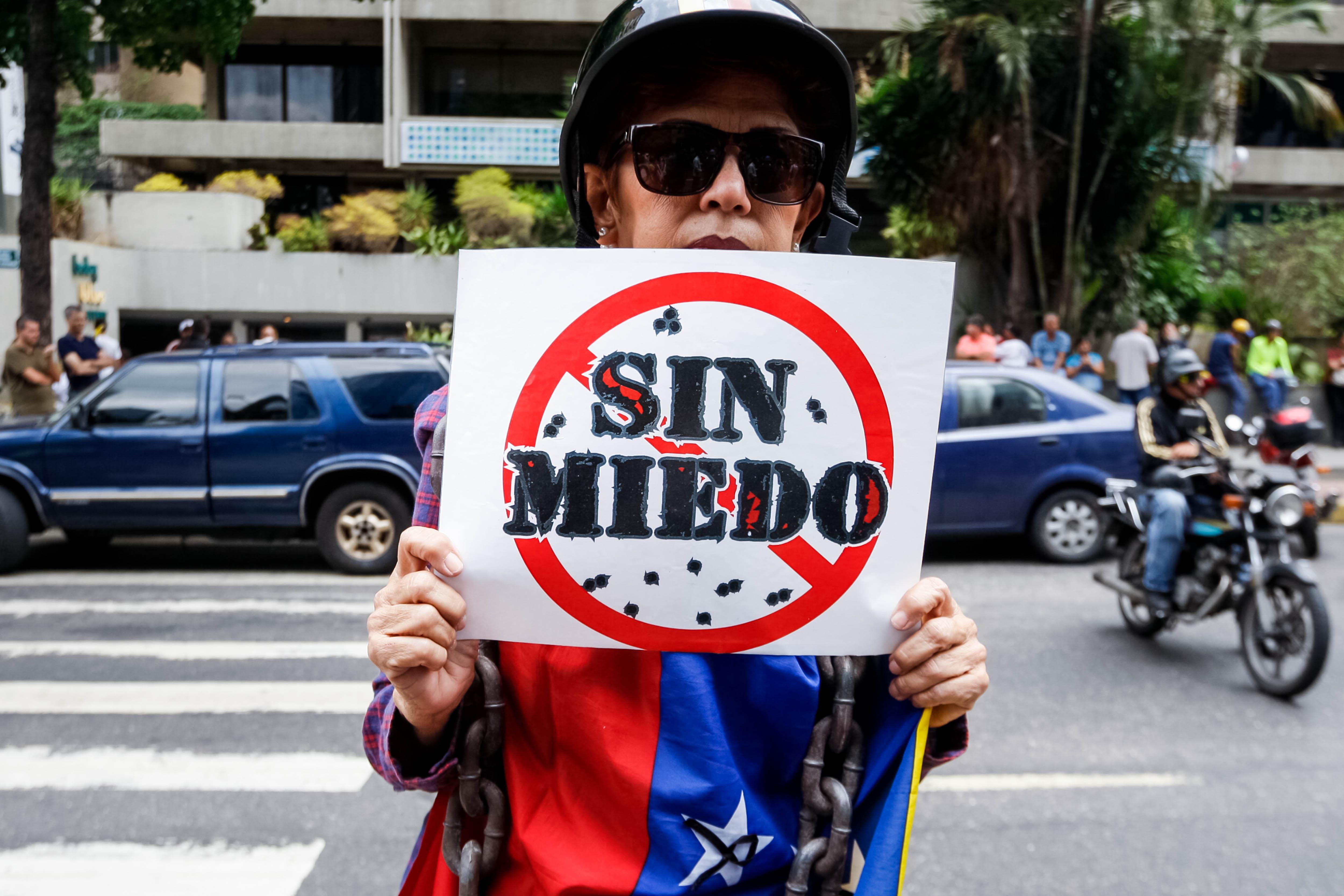 Opositors veneçolans demanen ajuda humanitària en el Dia del Treballador. /EDWINGE MONTILVA