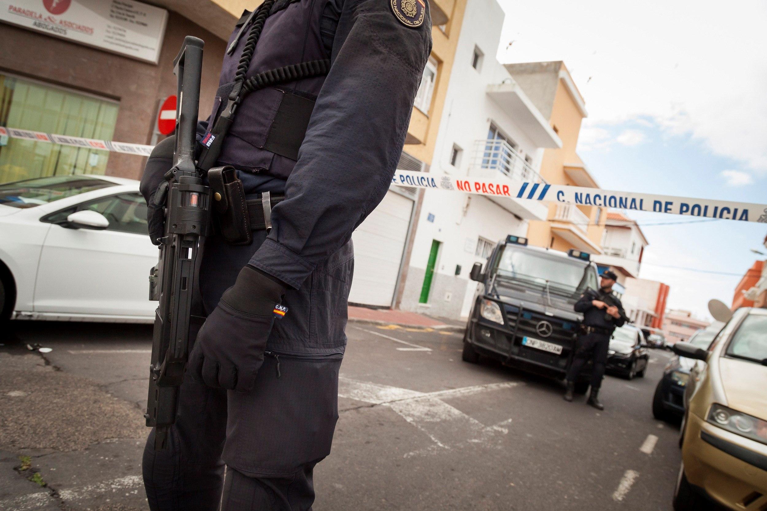La policia deté a Tenerife tres persones per captar jihadistes. /RAMÓN DE LA ROCHA