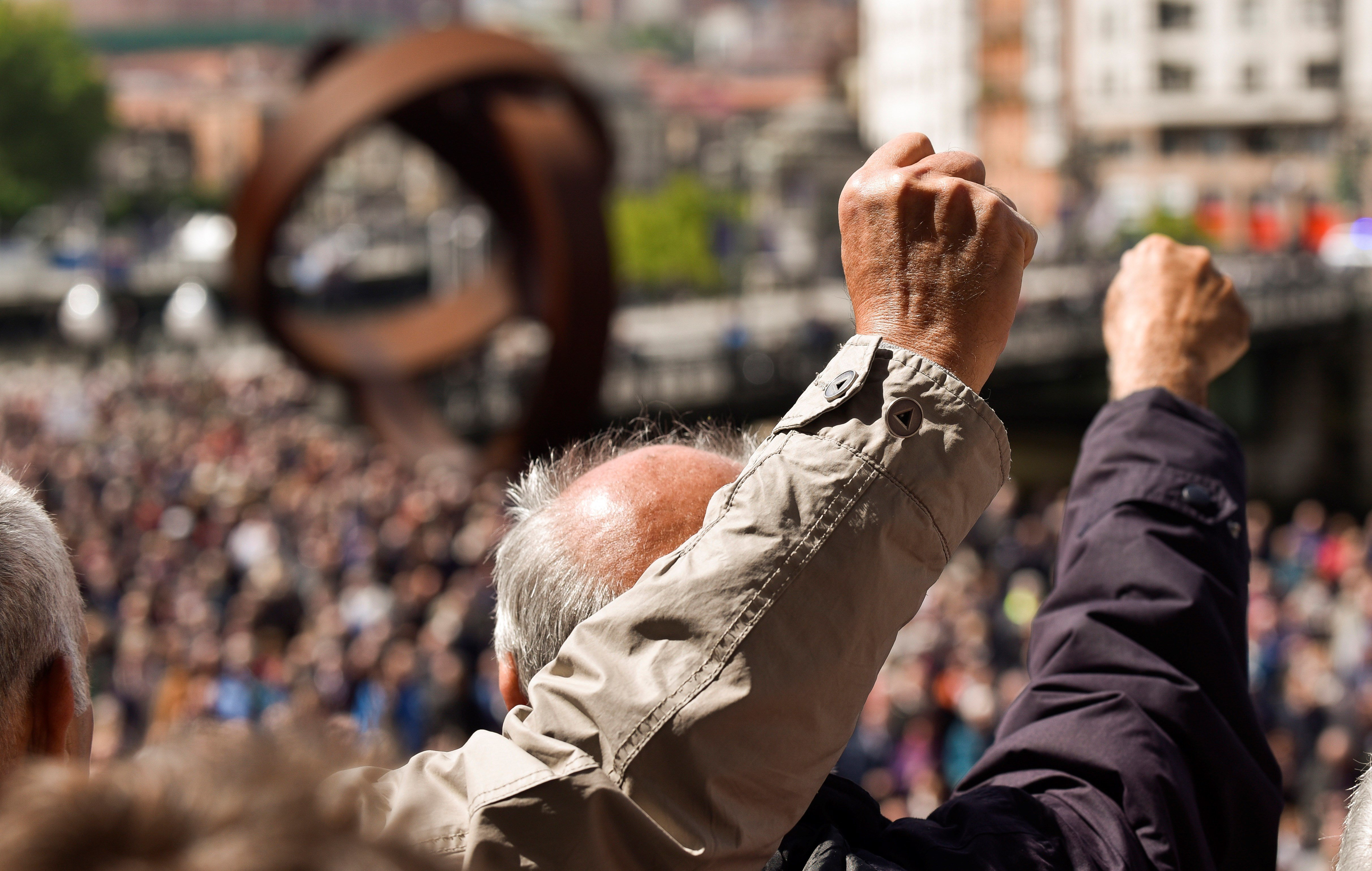 Pensionistes tornen a concentrar-se per reivindicar una pensió mínima de 1080 euros a Bilbao. /MIGUEL TOÑA