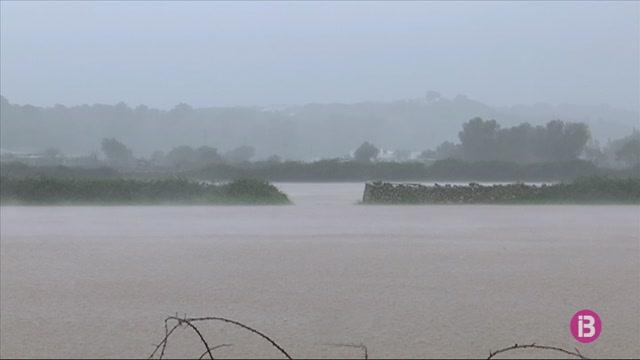 Els+bombers+de+Menorca+atenen+una+quinzena+d%27incid%C3%A8ncies+a+causa+temporal+de+vent+i+pluja