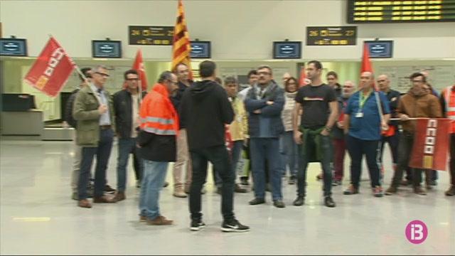 Protesta+dels+treballadors+d%27AENA+pel+projecte+per+implantar+una+torre+de+control+remota+a+Menorca
