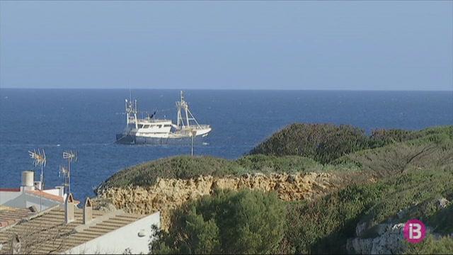 El+vaixell+Aris+Tima+parteix+des+del+port+de+Ma%C3%B3+cap+a+Cambrils%2C+ja+que+s%27ha+venut+per+153+euros