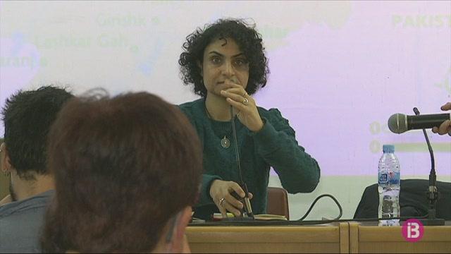 L%27activista+afganesa+Nadia+Ghulham+parla+dels+drets+humans+als+joves+menorquins