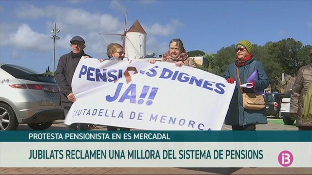 Una+cinquantena+de+persones+es+manifesten+a+Mercadal+per+demanar+unes+pensions+dignes