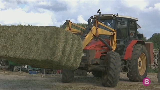 30+pagesos+de+Menorca+ofereixen+els+seus+tractors+per+a+desinfectar+nuclis+urbans+i+carreteres