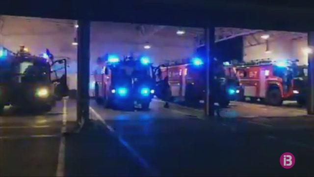 Els+bombers+de+l%27aeroport+de+Menorca+homenatgen+els+treballadors+de+la+terminal