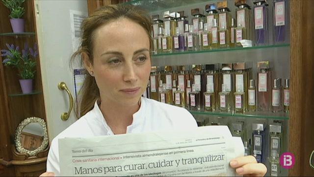 Tres+farm%C3%A0cies+de+Menorca+cerquen+mascaretes+fora+del+pa%C3%ADs+per+fer+front+al+desabastiment
