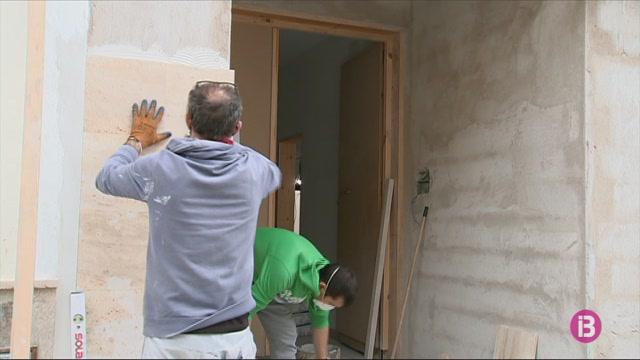La+construcci%C3%B3+de+Menorca+torna+a+la+feina+amb+l%27esperan%C3%A7a+de+poder+fer+obres+durant+l%27estiu