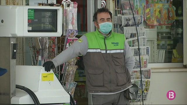 Les+vendes+de+les+benzineres+de+Menorca+cauen+entre+un+80+i+un+85%25+pel+coronavirus