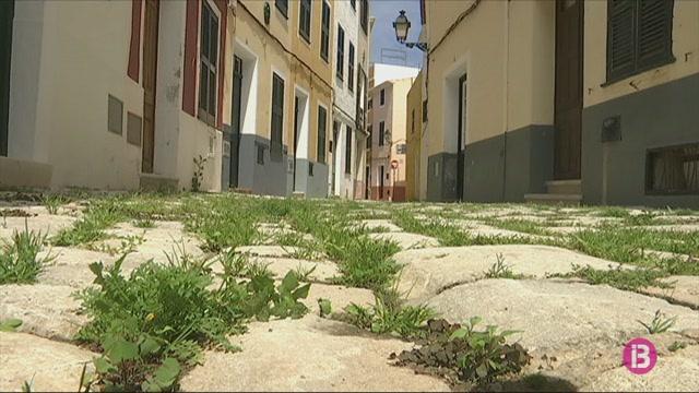 Les+herbes+colonitzen+els+carrers+del+centre+hist%C3%B2ric+de+Ciutadella