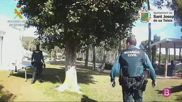 La+Policia+Nacional+denuncia+vuit+persones+m%C3%A9s+per+celebrar+una+festa+a+un+bar+a+Eivissa