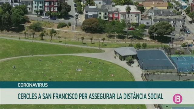Cercles+a+un+parc+de+San+Francisco+per+respectar+la+dist%C3%A0ncia+de+seguretat
