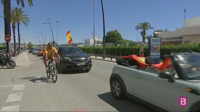 Un+miler+de+vehicles+secunden+les+concentracions+de+Vox+a+Palma+per+protestar+contra+el+govern+central