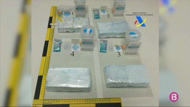 Dos+detinguts+al+Port+de+Palma+per+transportar+2%2C4+kg+de+coca%C3%AFna