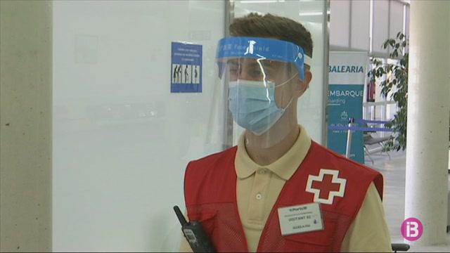 Es+refor%C3%A7a+el+cribratge+sanitari+amb+28+infermers+de+Creu+Roja+a+ports+i+aeroports