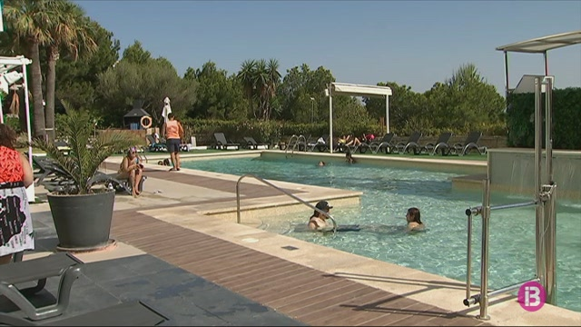 Magaluf+reobre+m%C3%ADnimament+al+turisme+estranger