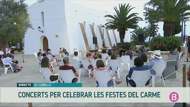 Comencen+les+Festes+del+Carme+amb+una+sessi%C3%B3+de+gipsy+jazz+a+la+pla%C3%A7a+de+l%27esgl%C3%A9sia+d%27Es+Cubells
