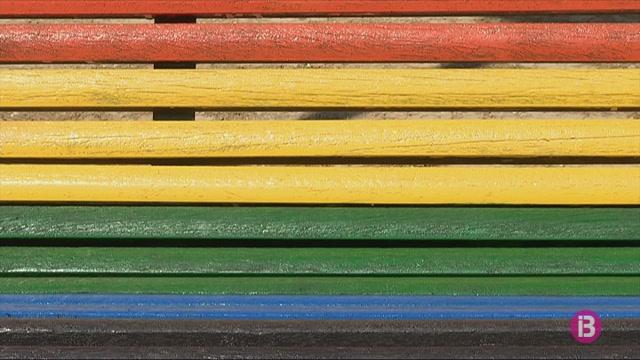 Vox+demana+pintar+un+banc+amb+la+bandera+d%27Espanya+a+cada+poble+de+Menorca