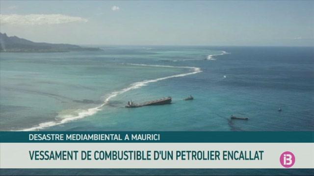 Intenten+frenar+el+vessament+d%27un+petrolier+encallat+a+la+costa+de+Maurici