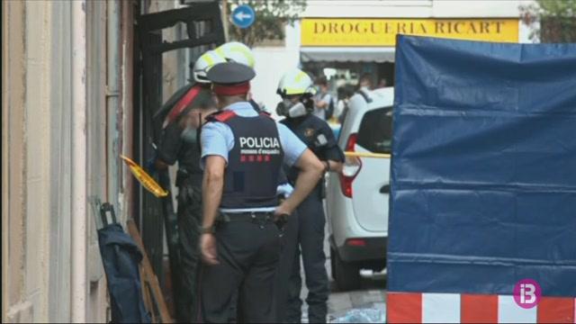 Tres+morts+i+sis+ferits+en+un+incendi+en+els+baixos+d%27un+edifici+de+la+Barceloneta