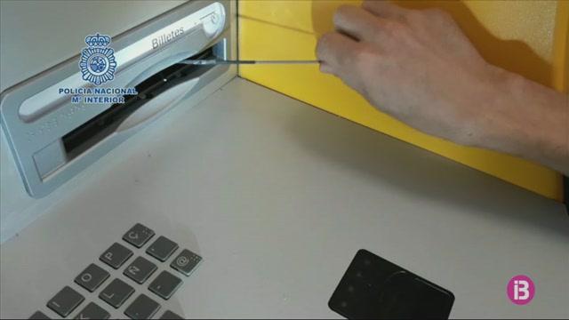Detinguts+per+treure+doblers+dels+caixers+autom%C3%A0tics+de+manera+fraudulenta